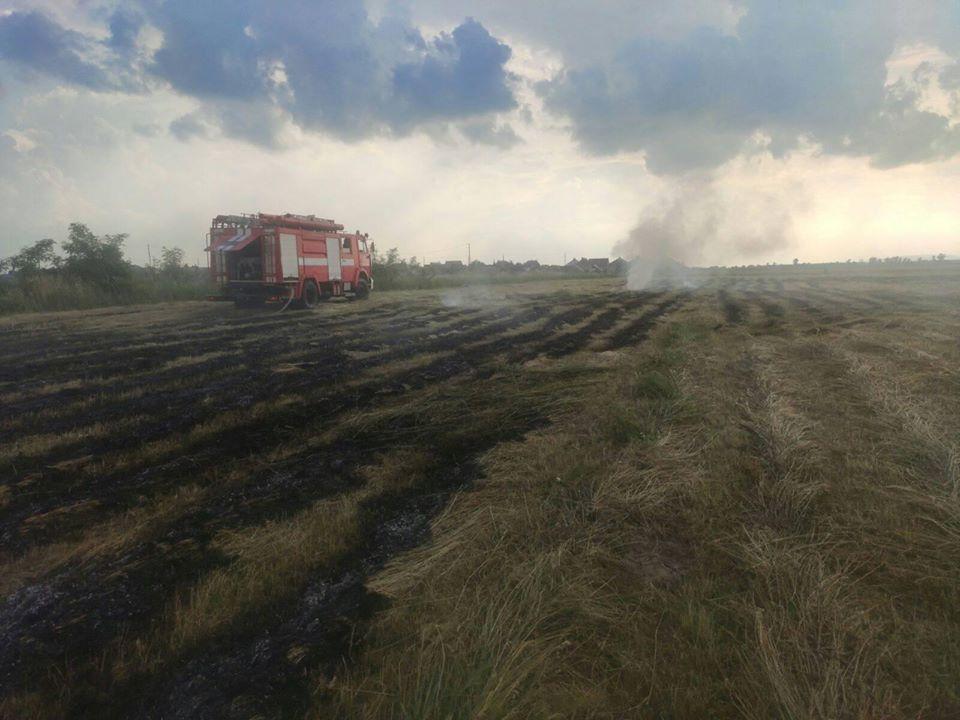 Вчора, 28 червня, о 18:12 виноградівські рятувальники отримали повідомлення про загорання сіна на земельній ділянці за межами с. Олешник, що належить 30-річному мешканцю с. Підвиноградів.