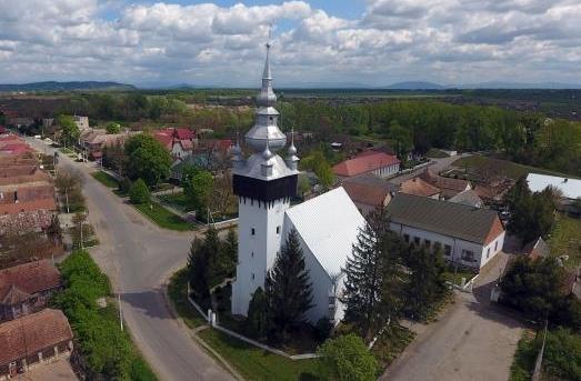 Самой выдающейся из имеющихся памятников села Вары есть когда католический, а сейчас реформатский храм, в котором упізнаються признаки оборонного костела