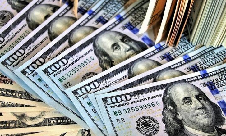 Курс долара на готівковому валютному ринку подешевшав на 5 копійок в покупці і на 4 копійки в продажу.
