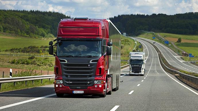 Президент Володимир Зеленський підписав закон про посилення габаритно-вагового контролю на дорогах.