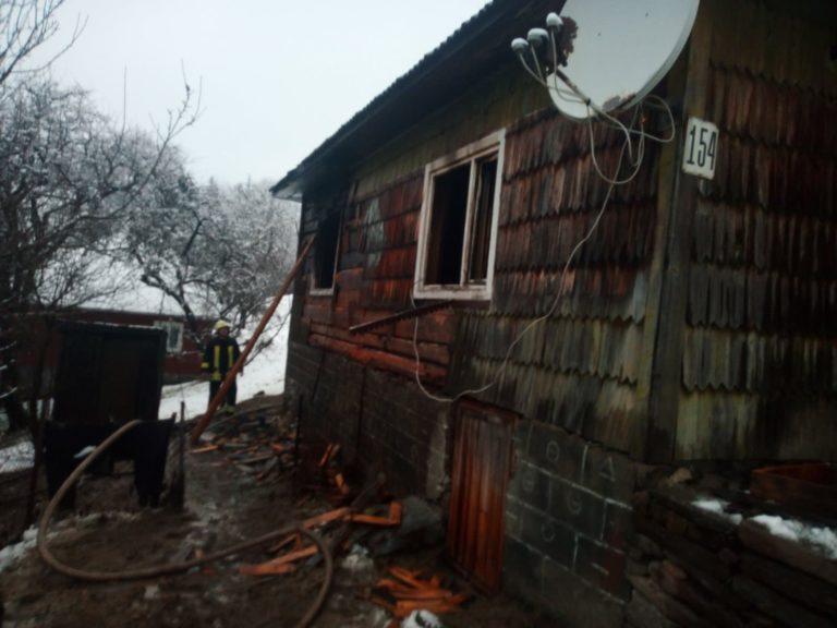 Трагічний випадок стався у селі Буковець, Воловецького району. О 15:29 до вогнеборців надійшло повідомлення про пожежу, яка виникла у приватному житловому будинку 40-річного місцевого мешканця.