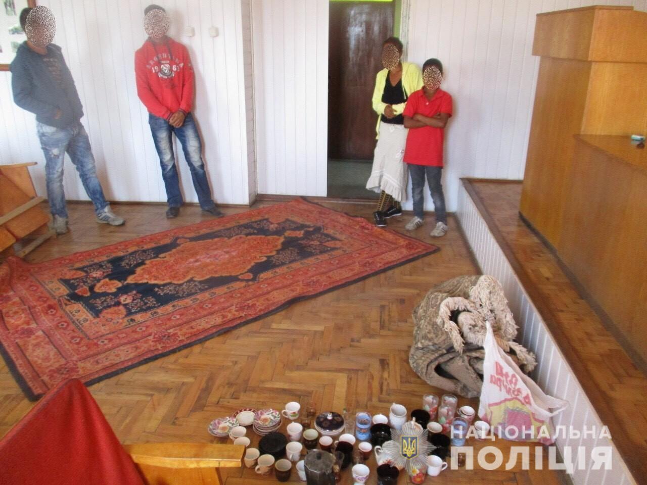 На Перечинщині тріо зловмисників обкрадали приватні будинки