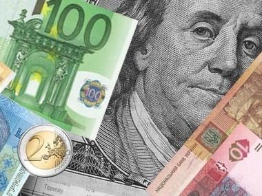 Курс долара на міжбанку в продажу зріс на 16 копійок - до 25,56 грн / долар, курс у покупці піднявся на 13 копійок - до 25,51 грн / долар.