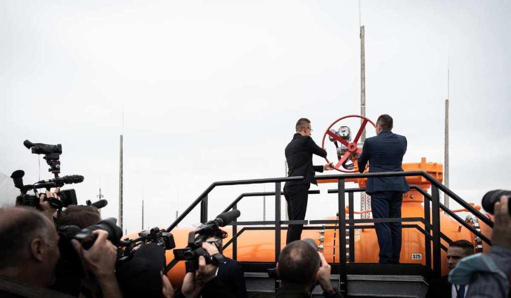 """""""Укладений із """"Газпромом"""" контракт у всіх відношеннях відповідає нашим національним інтересам, під час перемовин це була єдина точка зору уряду,"""" – заявив у четвер Петер Сійярто"""