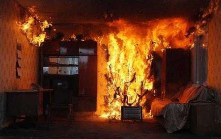 Причина пожара и убытки устанавливаются.