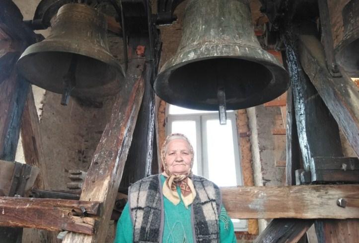 Як село не може бути без церкви, так церква не може діяти без дзвонаря. Бити у дзвони – чоловіча справа. Зустріти жінку-дзвонарку можна вкрай рідко.