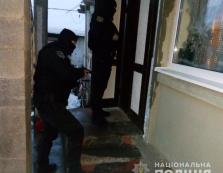 В оселях закарпатців поліція знайшла кастет і пістолет