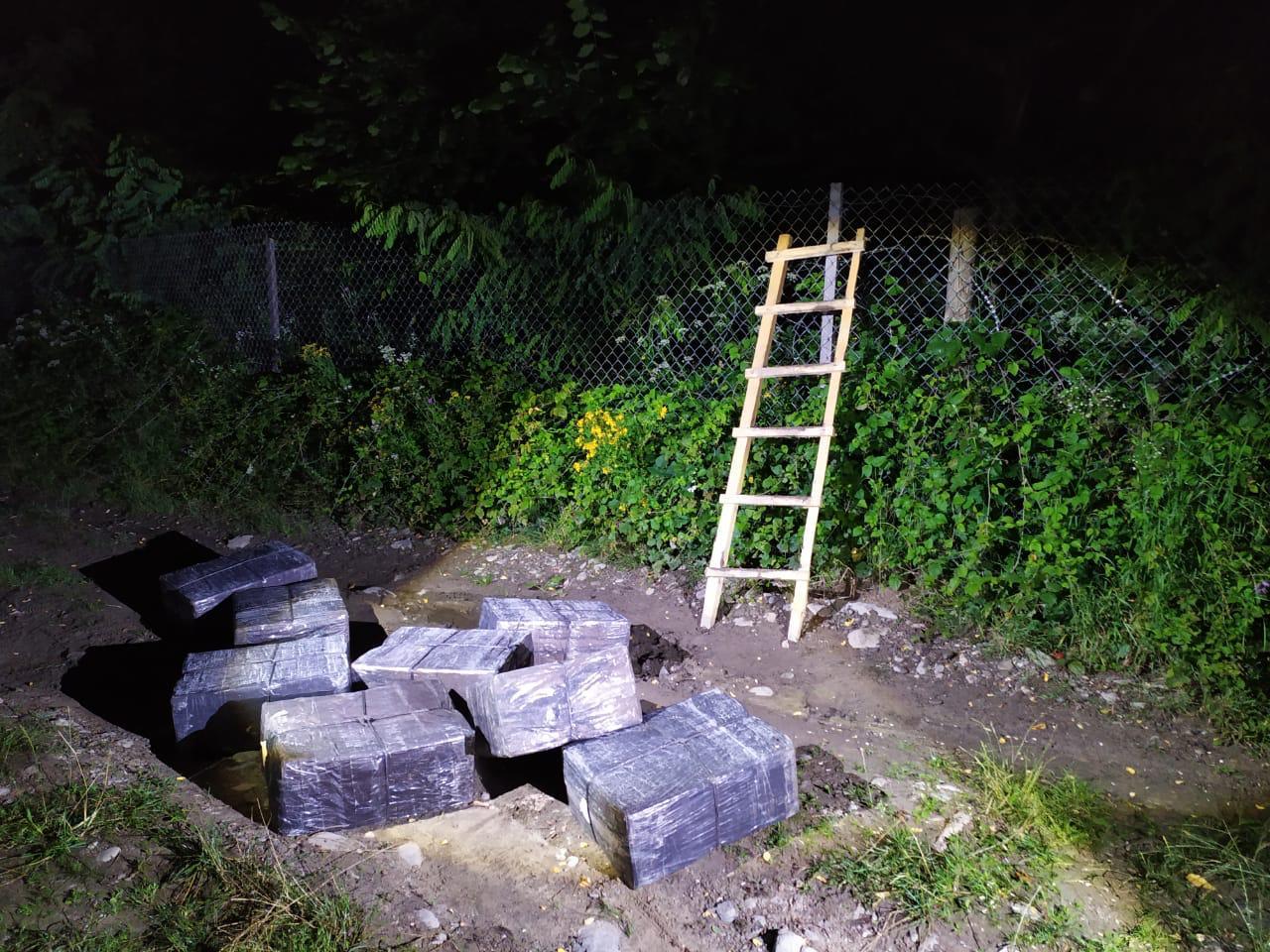 Сьогодні вночі прикордонники відділу «Ділове» Мукачівського загону припинили спробу незаконного переміщення до Румунії контрабандного тютюну.