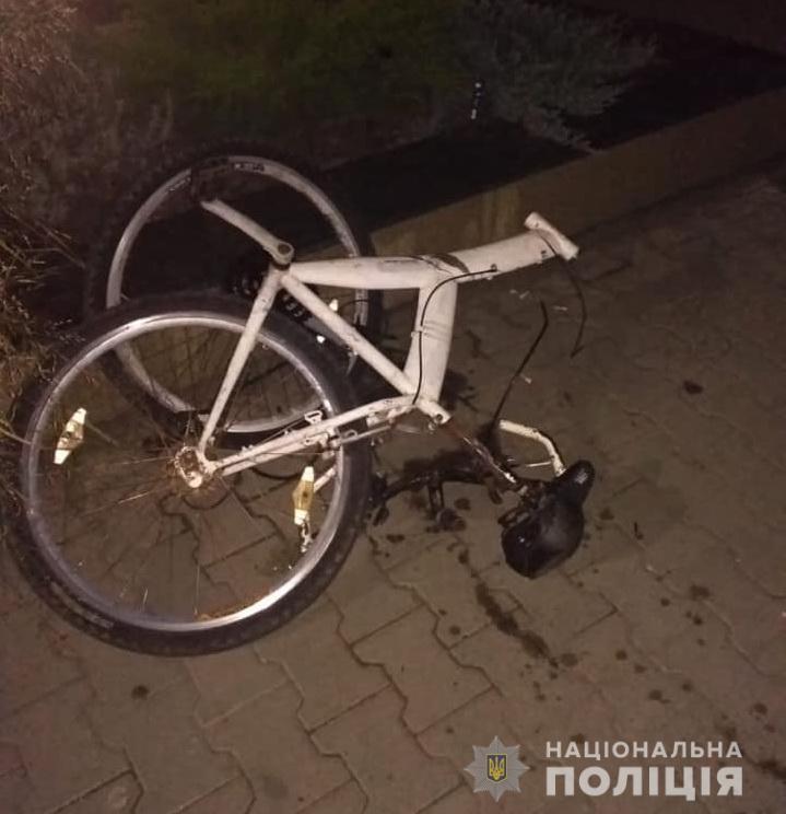 Аварія сталася по вул. Армійській у м. Тячів. Водій зник з місця автопригоди.