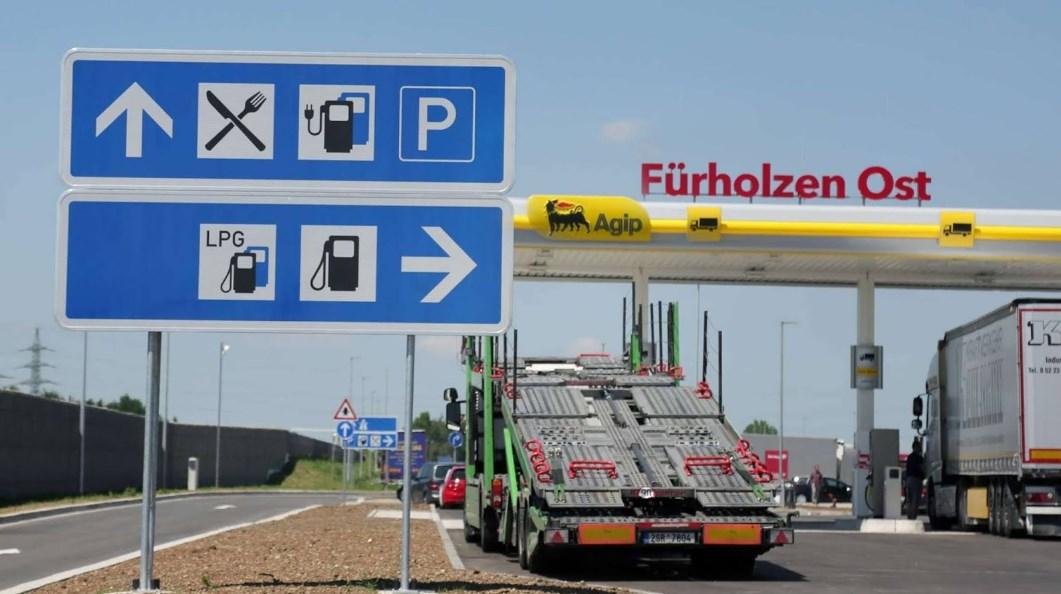 Інцидент трапився на автостоянці Фюрхольцен Ост (Fürholzen-Ost - нім.) німецького автобану А9, під Мюнхеном.