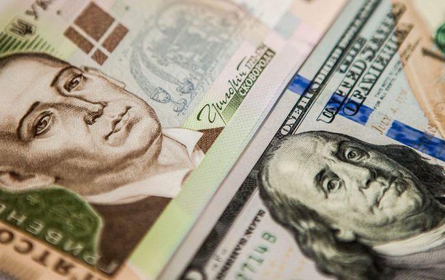 З початку тижня американська валюта в обмінниках зросла майже на 50 копійок, а сьогодні впала майже на 20.