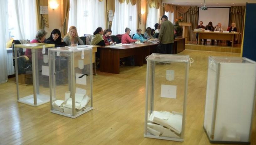 У коридорах влади ходять розмови про можливий перегляд термінів виборів до органів місцевого самоврядування, запланованих на 25 жовтня, якщо епідемія коронавируса не відступить.