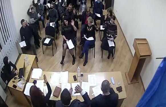 24 грудня під керівництвом голови Буштинської ОТГ Руслана Янчія відбулося четверте пленарне засідання першої сесії Буштинської селищної ради восьмого скликання. У залі зареєструвались 24 депутати.