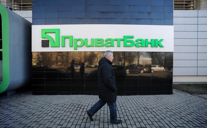 В последнее время с ПриватБанком было связано много неприятных ситуаций. Например, из-за сбоя в банкоматах пользователи были списаны со счетов, хотя на самом деле банкомат их не выпускал.