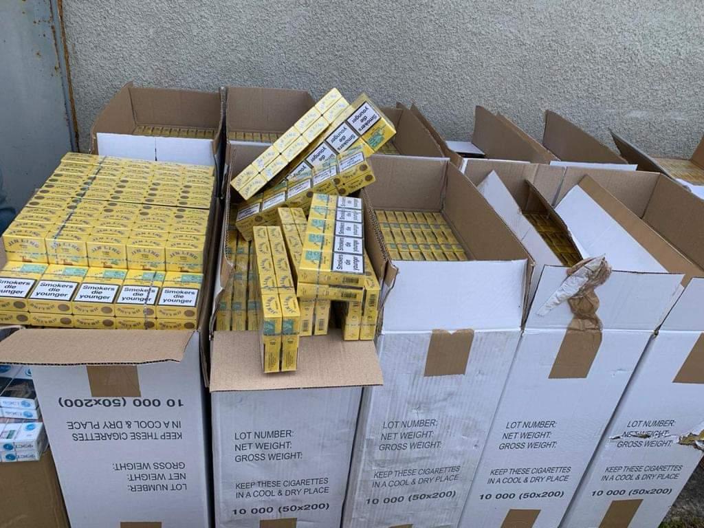 За незаконні оборудки з підакцизними товарами – тютюновими виробами – 39-річному жителю Берегівського району оголошено підозру в скоєнні злочину за ч.1 ст. 204 ККУ.