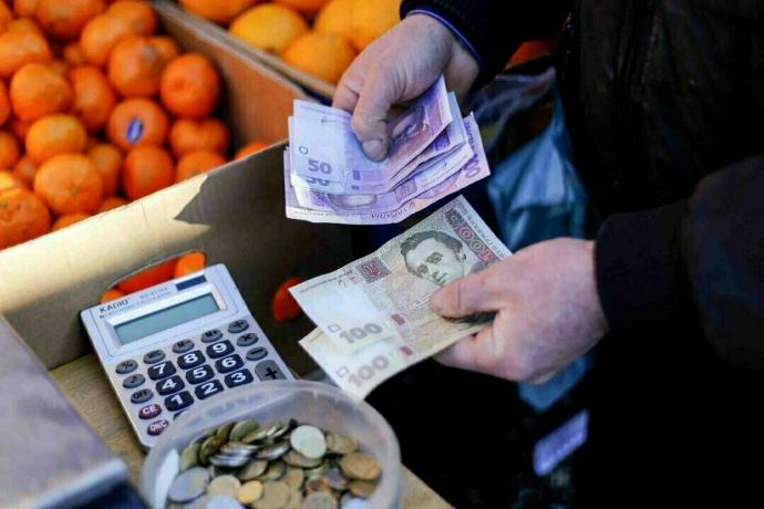 Заяви про зростання інфляції або ослаблення гривні є контрпродуктивними, оскільки можуть спричинити скорочення інвестицій, споживання та зайнятості.