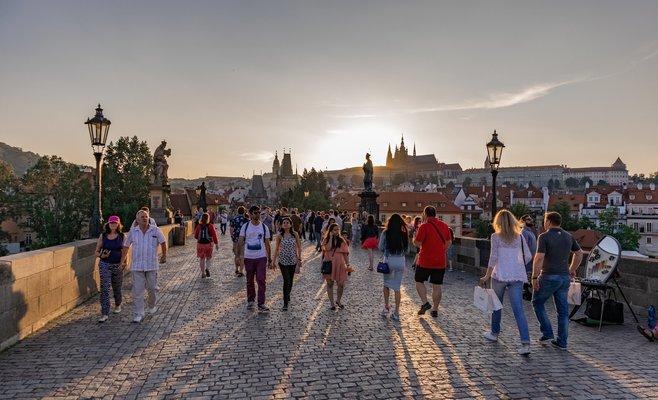 Ведуться розробки плану щодо поступового повернення жителів Чехії до нормального життя.