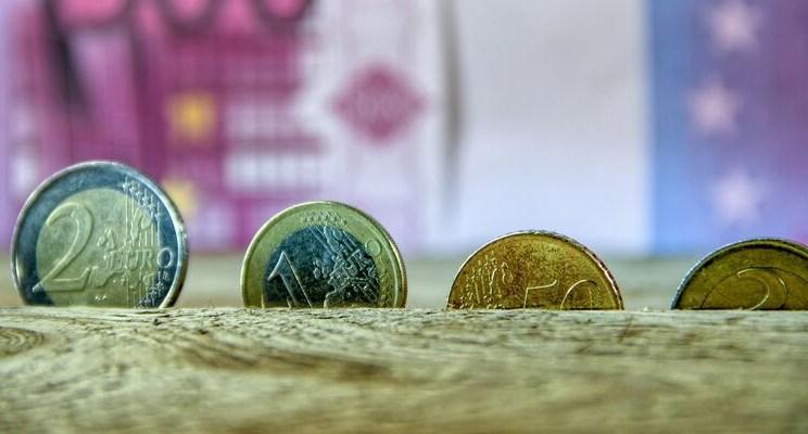 Інвестори ховають гроші в криптовалюту, нафту, золото та акції, провокуючи їх рекордне подорожчання.