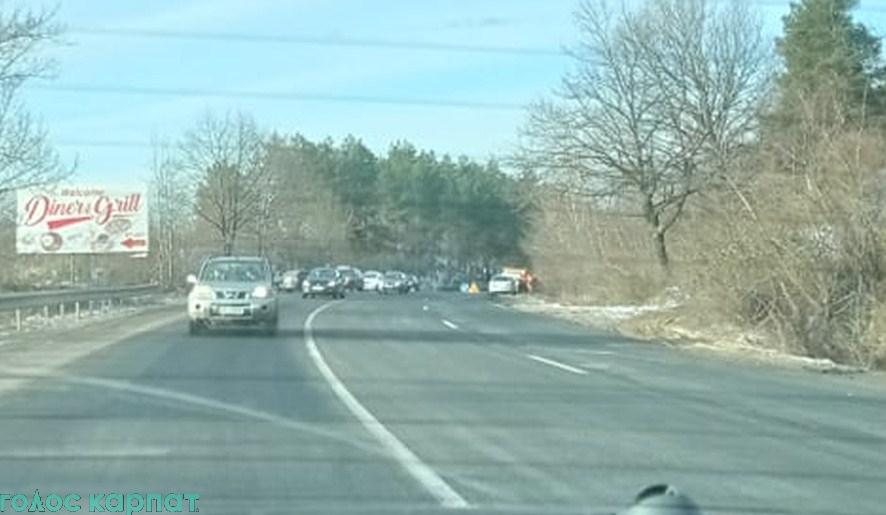 Про аварію на трасі Київ-Чоп повідомив кореспондент Голосу Карпат.