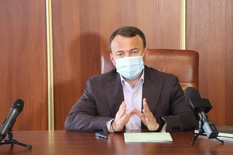 Ситуація така: вирване з контексту відео, що поширюється в Інтернеті, не показує, що до завершення сесії депутатський корпус Сюртівської територіальної громади виконав гімн України.
