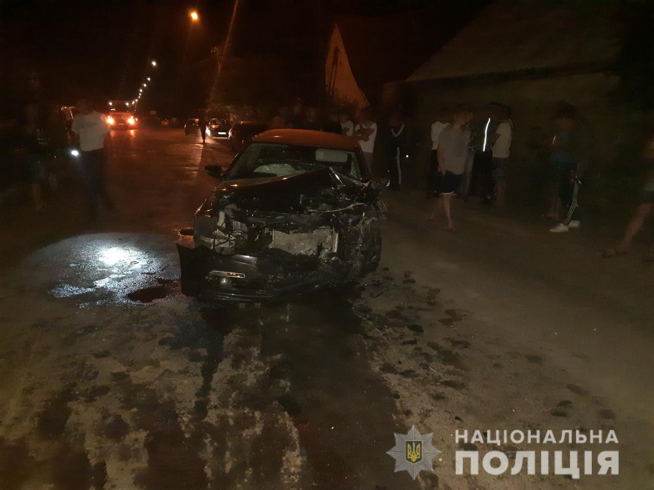 В смт.Міжгір'я, через порушення водієм правил дорожнього руху, автомобіль «Volkswagen СС» зіткнувся ще з двома авто.