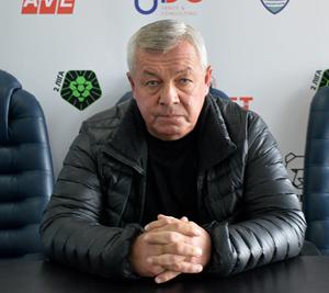 На стадіоні «Авангард» відбулось зібрання керівництва клубу із гравцями, де їм і представили нового тренера.