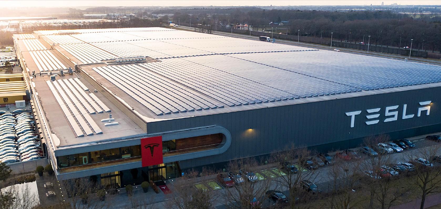 Співробітники Tesla на заводах Німеччини покидають свої робочі місця через епідемію коронавірусу