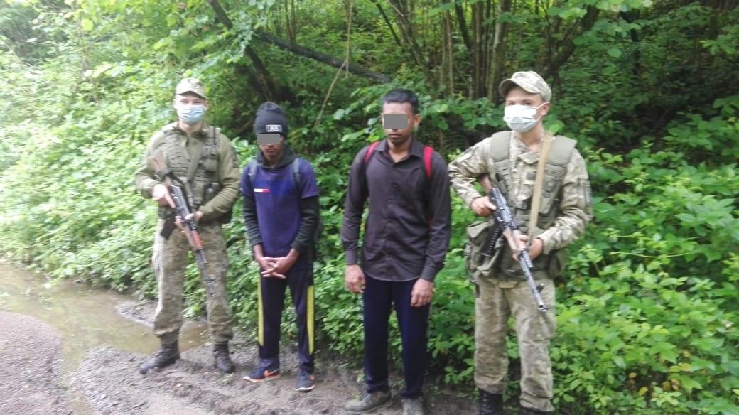 Сьогодні зранку військовослужбовці відділення «Княгиня» запобігли спробі незаконного перетину державного кордону двома громадянами Шрі-Ланки .