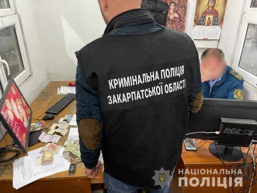 Закарпатська поліція затримала митника, який сприяв незаконному переміщенню товарів через кордон України.