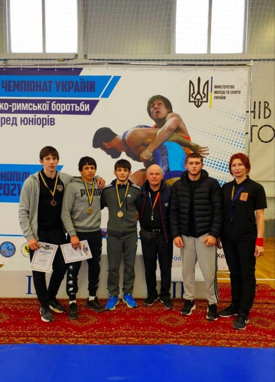 Закарпатські спортсмени здобули перемогу на чемпіонаті України з греко-римської боротьби серед юніорів до 21 року, який відбувся 22 – 24 квітня в Тернополі.
