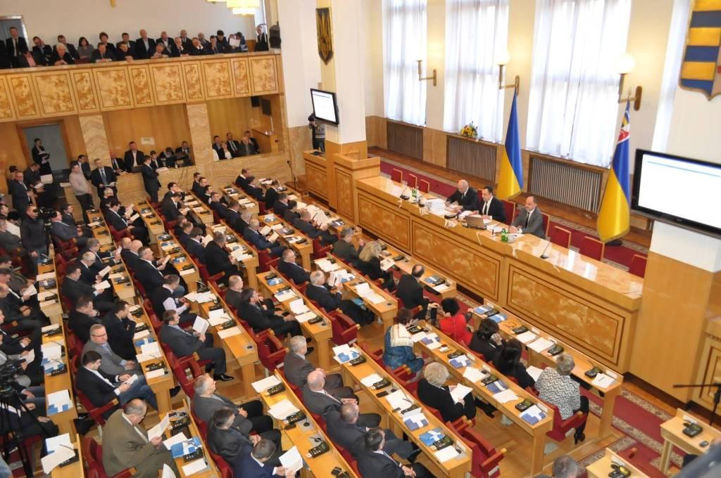 Всего в областном совете будут представлены восемь партий.