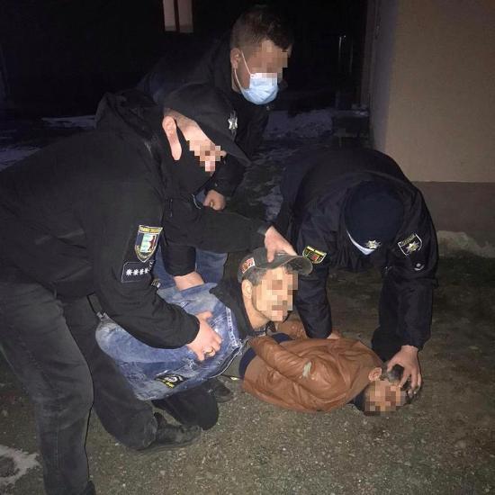 16 лютого у селі Чорнотисів (тепер Берегівський район) двоє зловмисників, перебуваючи в стані алкогольного сп'яніння, увірвалися до помешкання пенсіонерки та пограбували її.