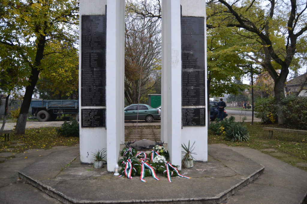 Пам'ять жертв «маленьких робіт» вшанували 19 листопада біля меморіалу на площі Сена в місті Берегово.
