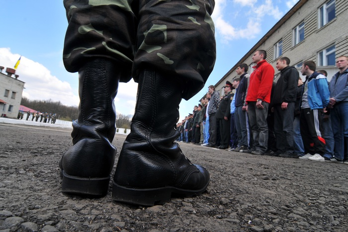 З двох областей на Заході і Сході на військову службу призвуть найменше юнаків.