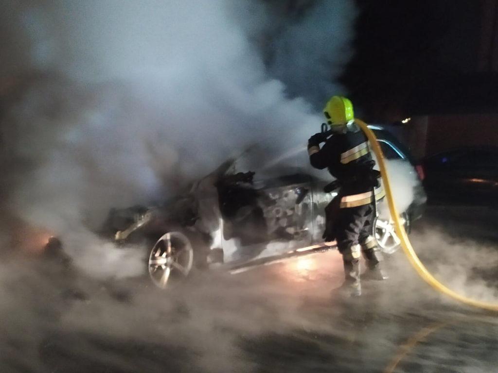 З ранку у Тячеві по вулиці Голлоші спалахнув автомобіль марки Audi Q7.