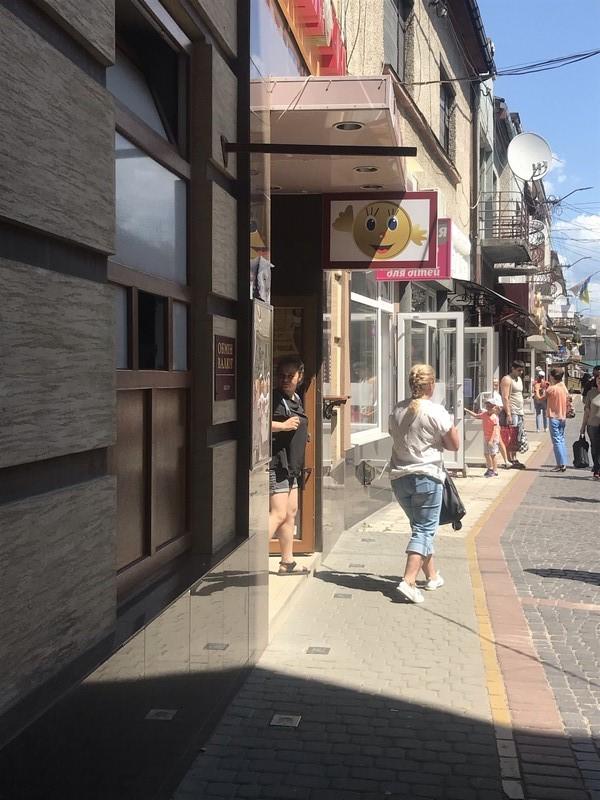 Незаконні обмінники в Мукачеві зняли вивіски з курсами валют через перевірку від Національного банку України.