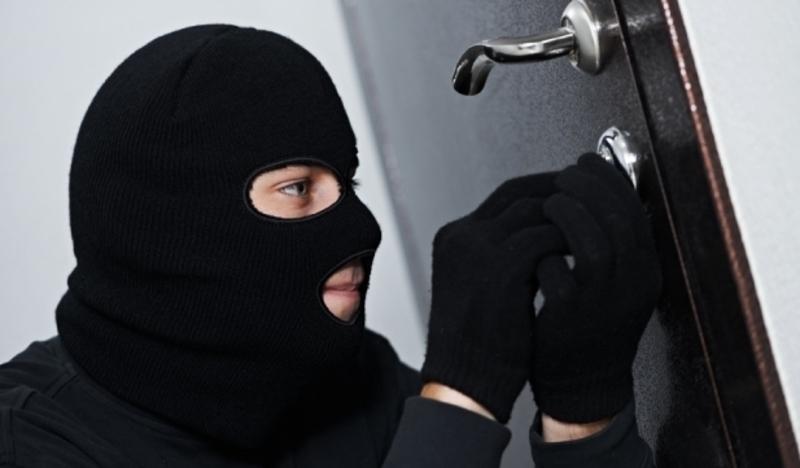 Працівники поліції встановили особу крадія, причетного до трьох крадіжок велосипедів в Мукачеві, та чоловіка, підозрюваного у крадіжці з будинку ужгородки.