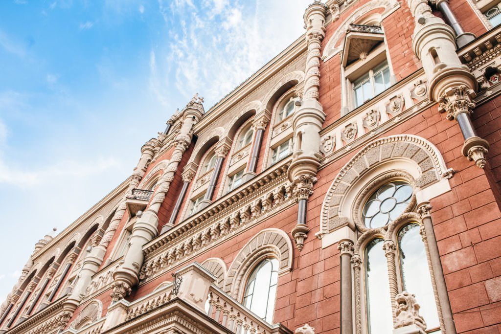 На 10 січня 2020 року офіційний курс гривні встановлений на рівні 24,12 гривень за долар США.