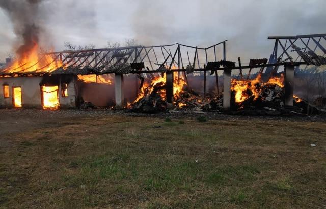 Как сообщил Виноградовский РО ГСЧС, на Пасху, в воскресенье, 19 апреля, в селе Перекресток на Виноградовщине произошел масштабный пожар.
