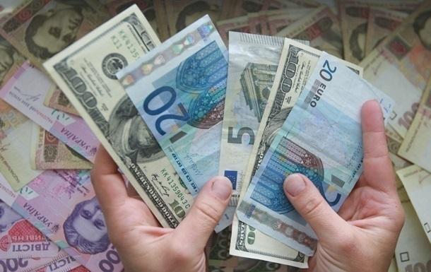 Обсяги грошових переказів в Україну з-за кордону ростуть три роки поспіль і перевищили торішній показник на 200 млн доларів.
