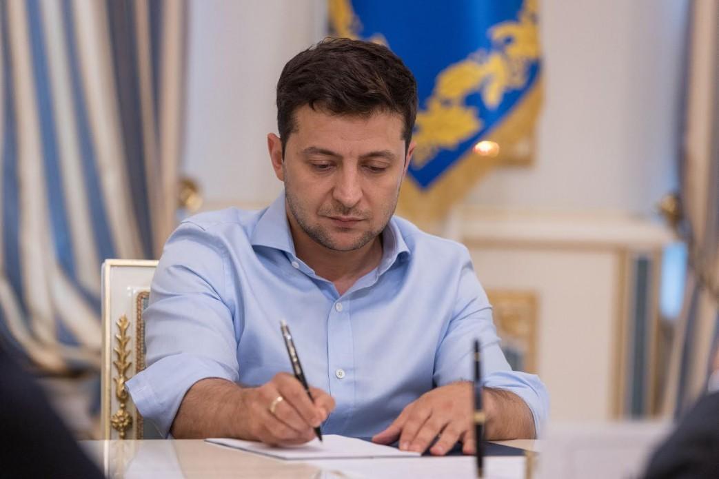 Президент Володимир Зеленський підписав закон про покарання за брехню у декларації.