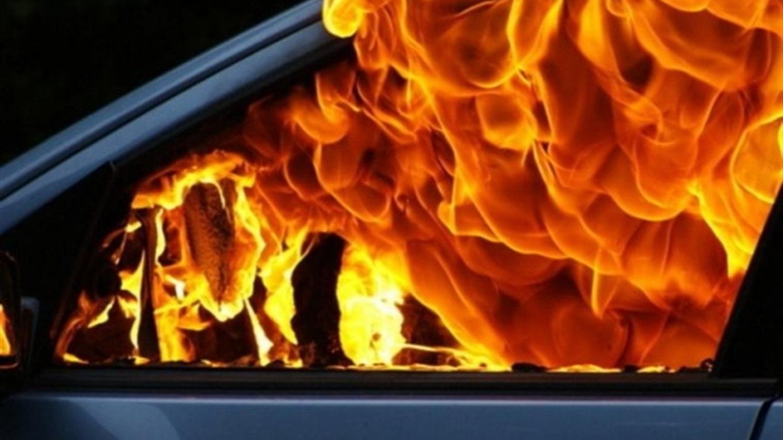 Про підпал автомобіля вночі у Виноградові розповідає Еліса Сідей у соцмережі Фейсбук