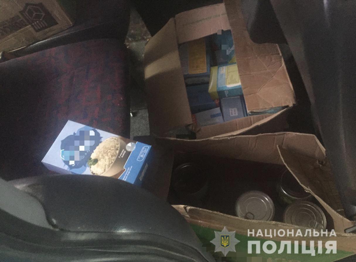 Днями правоохоронці отримали заяву від мешканки села Барбово про крадіжку з її автомобіля.