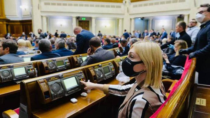 10-15 народних депутатів перехворіли коронавірусною інфекцією, заявляє голова Верховної Ради Дмитро Разумков.