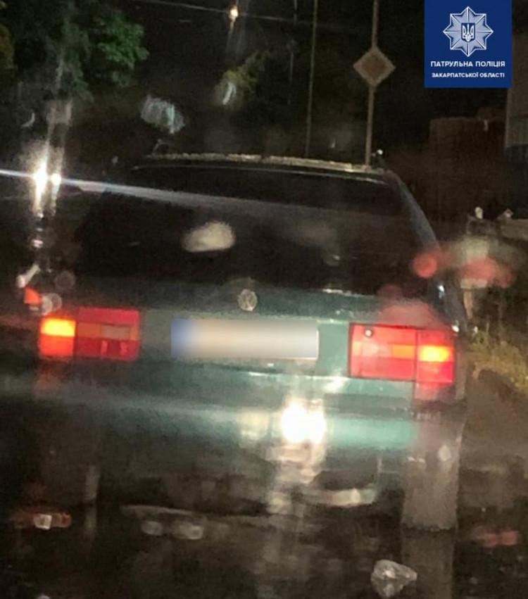 Закарпатські водії продовжують пропонувати правоохоронцям неправомірну вигоду, потрапляючи у чималу халепу, адже за хабар передбачена кримінальна відповідальність.