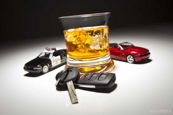 З 22 до 27 березня патрульні зафіксували 34 випадки керування у стані алкогольного або наркотичного сп'яніння.