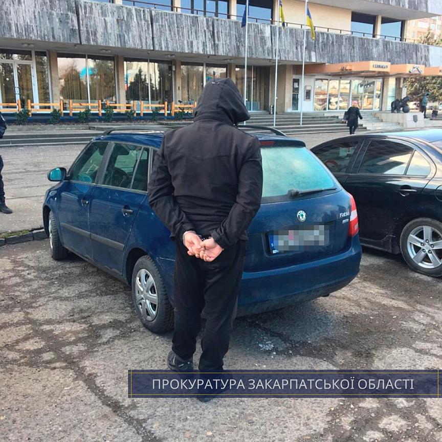 В Ужгороді правоохоронці виявили 2,2 кг метамфетаміну у автомобілі іноземця.