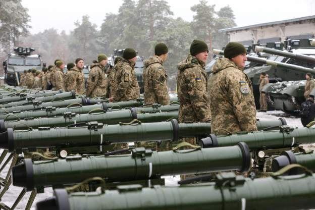 Українська сторона звинуватила росіян у захопленні трьох військових кораблів, на яких перебували 23 військових. Шестеро з них поранені, двоє - у важкому стані.