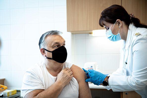 Глава правительства использовал ту же китайскую вакцину, что и глава государства. Виктор Орбан также рекомендовал это сделать главный санитарный врач страны Сесилия Мюллер.