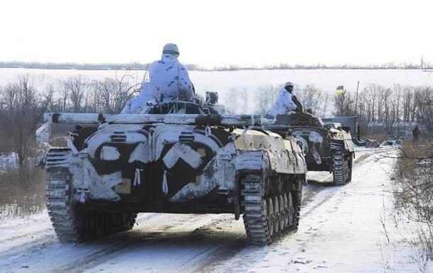 Військові підірвалися на невідомому пристрої біля населеного пункту Новолуганське. Троє військовослужбовців загинули.